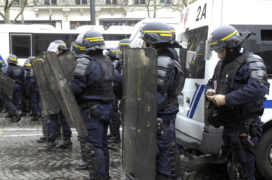 JPPorcher - acte 17 - FRANCE (Paris) 09/03/2019 Acte XVII Riot police officers take position during a Yellow vests protest in Paris. - protected by IMATAG