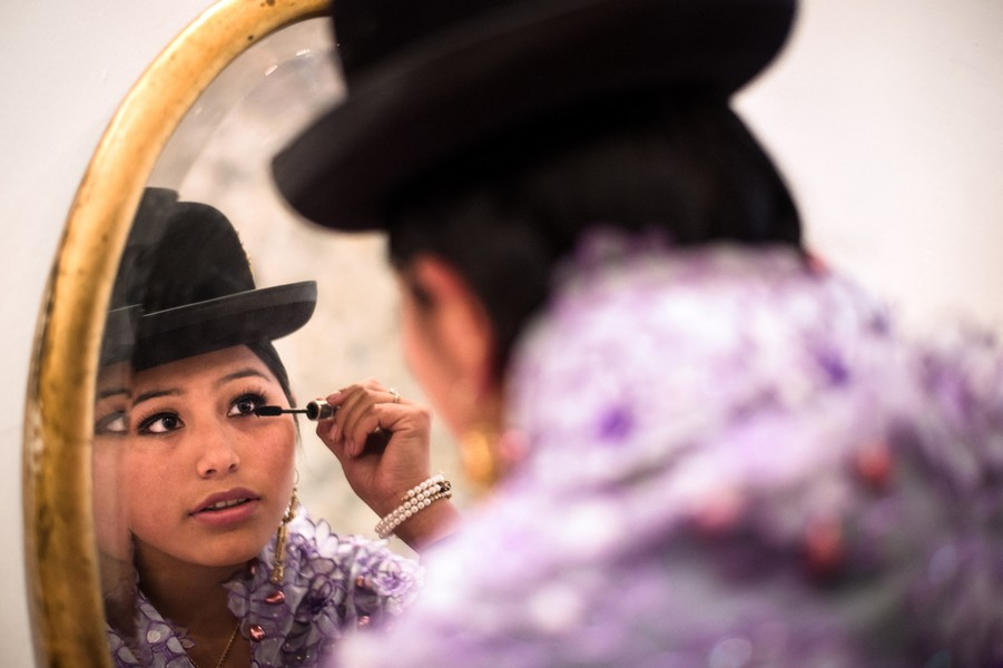 Delphine Blast - Natty - Natty Samo, a young cholita from La Paz finishes her make up before a photo shoot at the San Francisco Museum, in the center of La Paz, Boliv... - protected by IMATAG