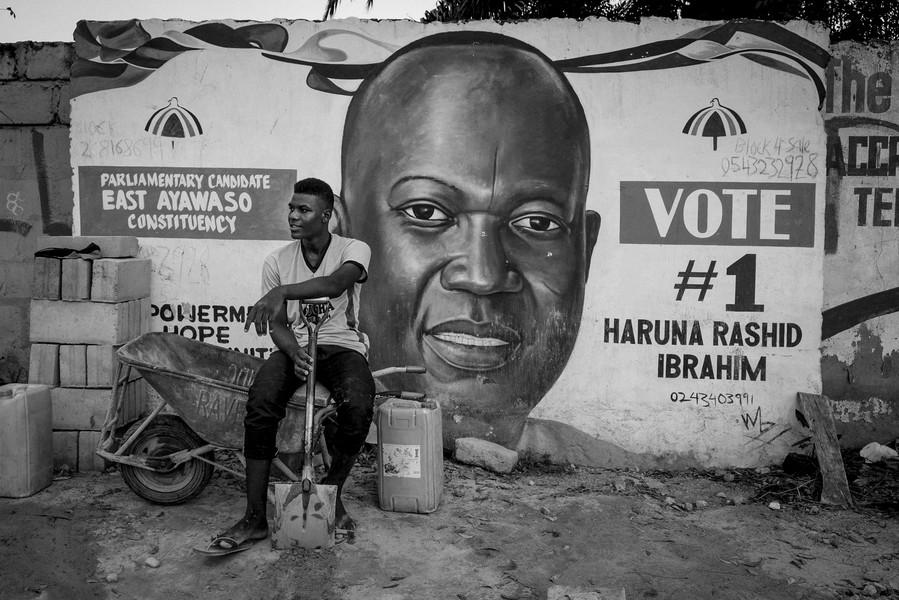 Thierry Secretan - MURAL PAINTING IN GHANA. PEINTURE MURALE AU GHANA. - protected by IMATAG