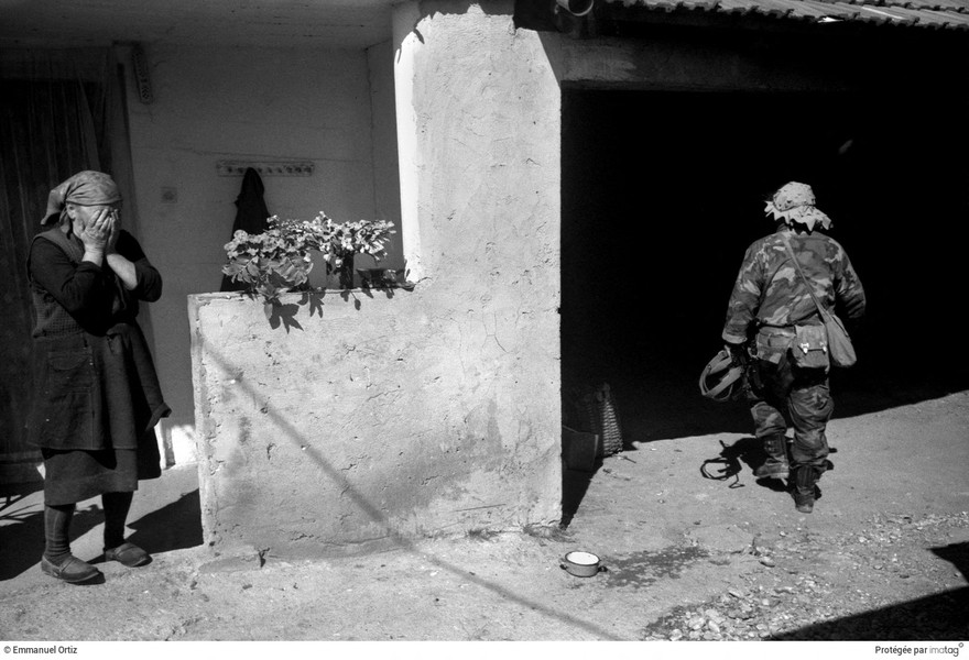 Emmanuel Ortiz - BALKANS EN GUERRE - 1991;Croatia : Kostajnica : Croatian forces batteling the JNA (Yougoslav National Army) avoid the main roads as the approach the town and take … - protected by IMATAG