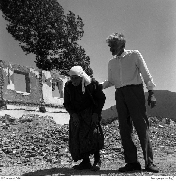 Emmanuel Ortiz - BALKANS EN GUERRE - 1998 ; Albania : Old elegant couple walking in the streets of Bajram Curi (Border with Kosovo ) - protected by IMATAG