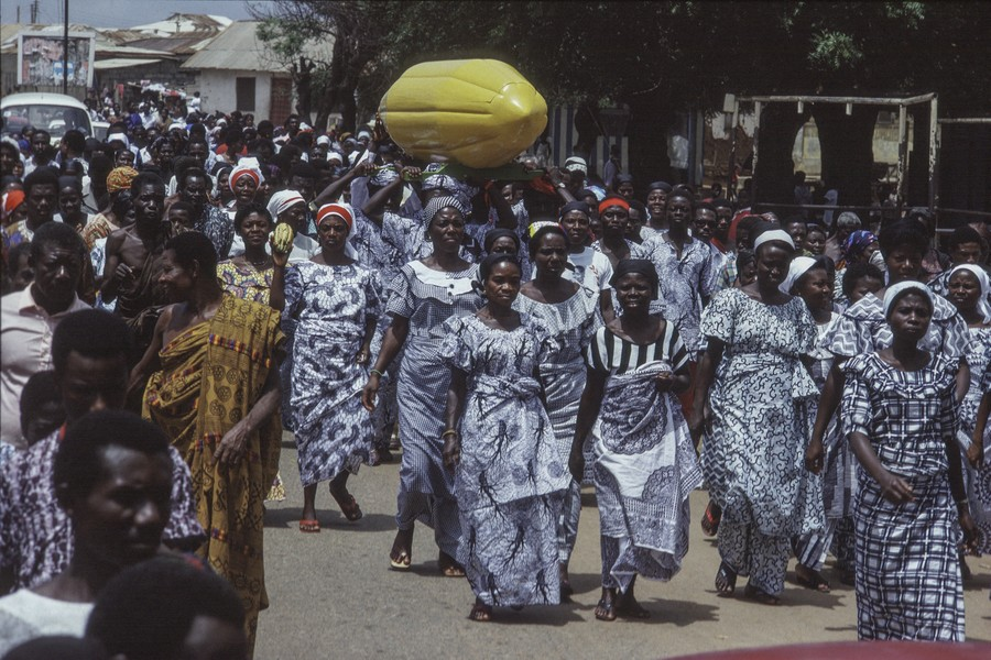 © Thierry Secretan - A cocoa pod coffin on its way to the grave. Ghana - protected by IMATAG