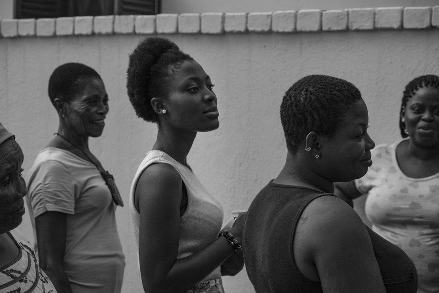 Thierry Secretan - GHANAIAN WOMEN. GHANÉENNES - Supporters of ZAR. - protected by IMATAG