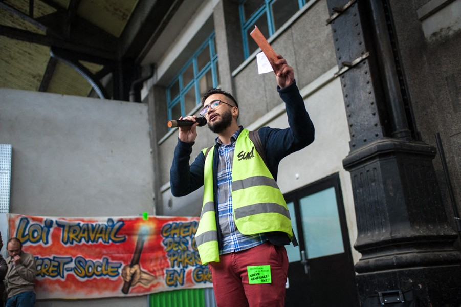 Julien Hazemann - THE SPEECH OF THE STRIKER - Malik, a young railwayman and trade unionist, speaks at a general meeting of striking employees at the St-Lazare station in Paris in June 2016. - protected by IMATAG
