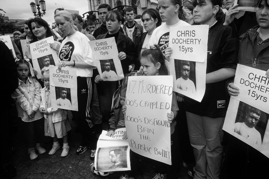 © Jean Pierre Porcher - A42_1-Editar.jpg - NORTHERN IRELAND  (Belfast) 07/1997 Demonstration against plastic bullet shoot by RUC. During rioting in July 1997, a 15-year-old boy Chris D... - protected by IMATAG