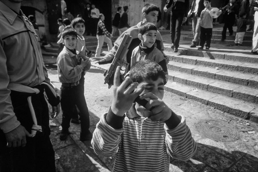 © Jean Pierre Porcher - A31_1-Editar.jpg - JERUSALEM  03/2000 Palestinian children playing at war in muslim side. The year 2000 in Israel-Palestine marked the beginning of the al-Aqsa ... - protected by IMATAG