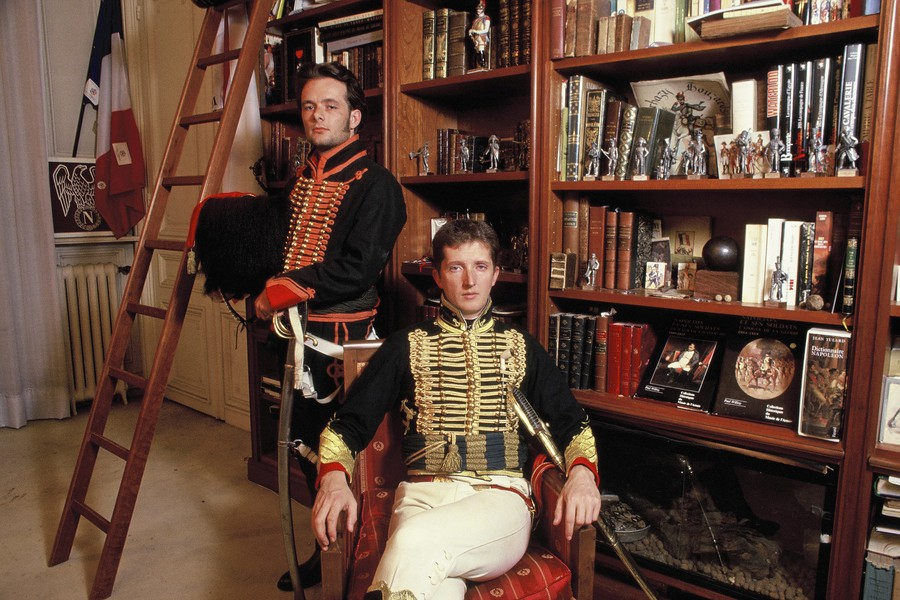 © Jean Pierre Porcher - Les fous de l'Empire - Napoleonians passionates in their flat. Jean-Francois seated and Patrick upright - protected by IMATAG
