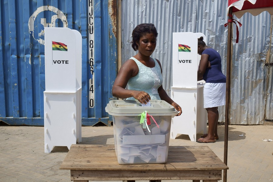 Thierry Secretan - ELECTION DAY IN GHANA. JOUR D'ÉLECTIONS AU GHANA - A Ghanaian woman cast her ballot in the ballot box.Une Ghanéenne met son bulletin dans l'urne. - protected by IMATAG