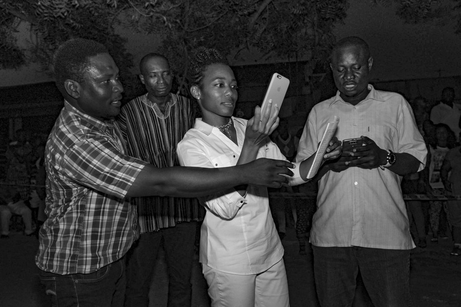 Thierry Secretan - ZANETOR AGYEMAN RAWLINGS  - On the evening of voting day ZAR consults encouraging results.Au soir des élections ZAR consulte des résultats prometteurs. - protected by IMATAG