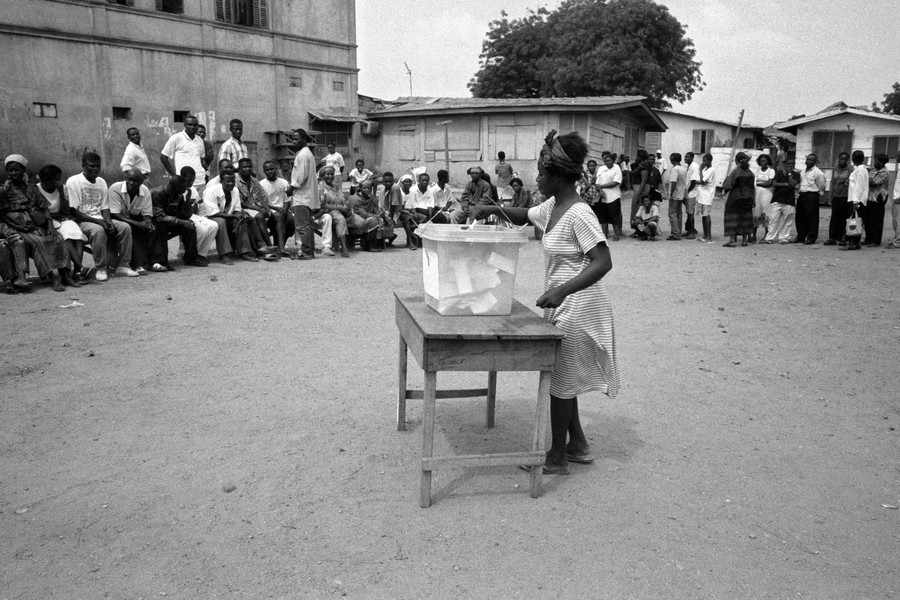 © Thierry Secretan - A woman votes. Ghana 2000 - a woman votes in Accra Ghana during the presidential elections of 2000 - protected by IMATAG