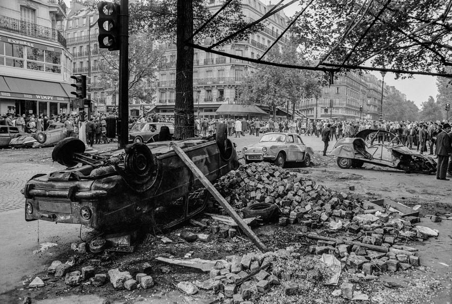 Alain Noguès - May 68 - Boulevard Saint Michel - protected by IMATAG