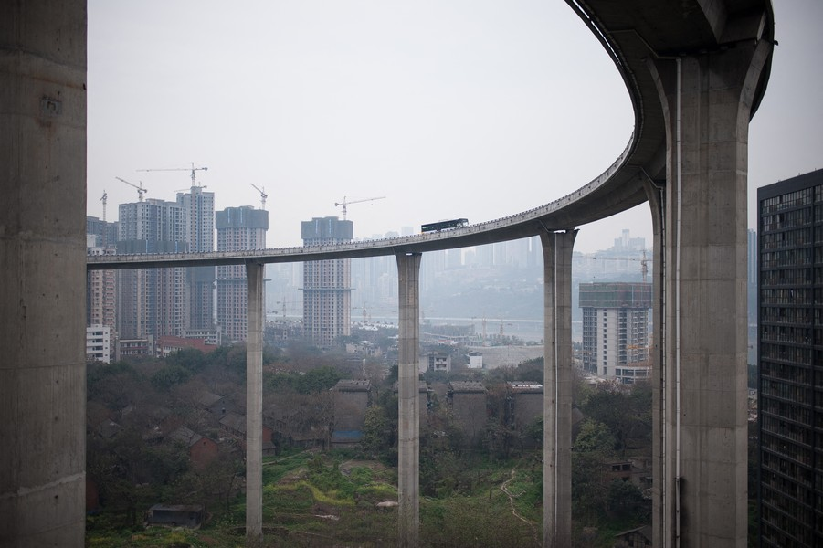 Julien Hazemann - CHONGQING HIGHWAY - A motorway interchange in Nan' an district, central Chongqing. - protected by IMATAG