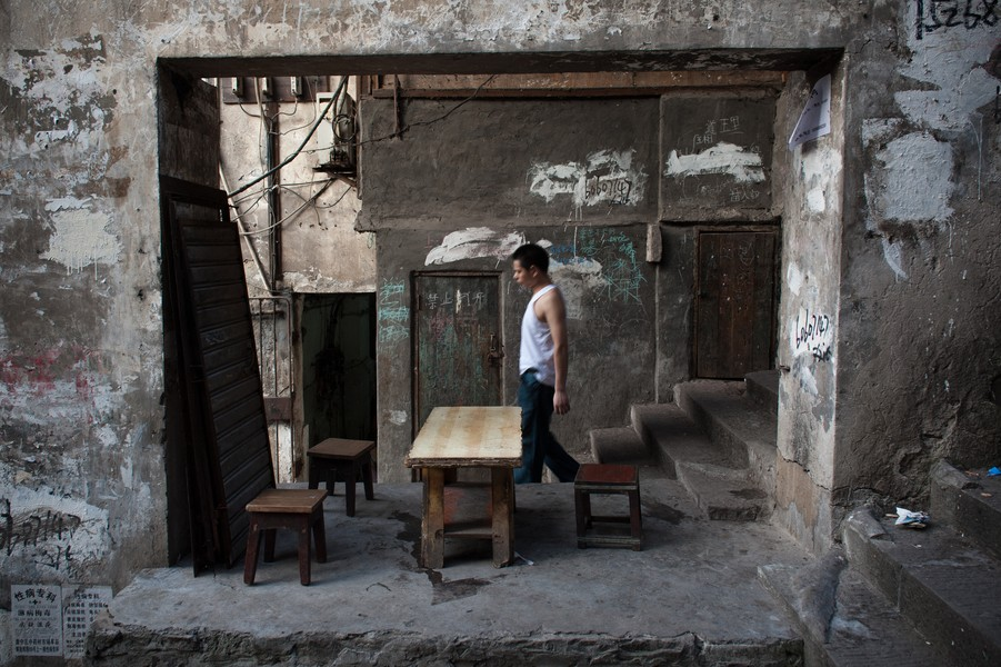 Julien Hazemann - THE MIN GONG OF SHI BA TI  - A min gong strolling down one of Shi Ba Ti's staircases in 2013. Shi Ba Ti, before being demolished but already partially drained of its inha... - protected by IMATAG
