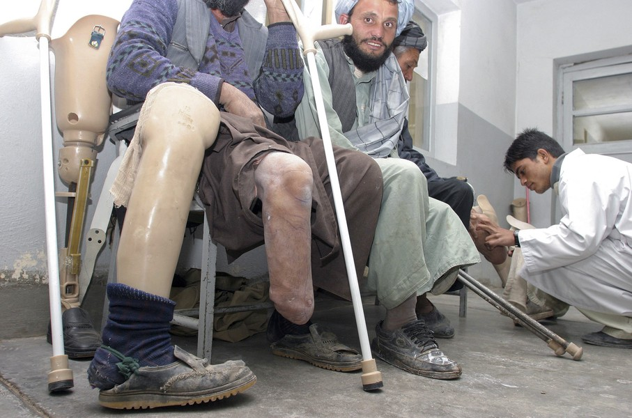 © Jean Pierre Porcher - F11_1.jpg - AFGHANISTAN (Herat) 11/2005 ICRC Orthopedic service (Internationnal Comitee Red Cross). Depuis 1988, plus de 47000   patients (amputés et a... - protected by IMATAG