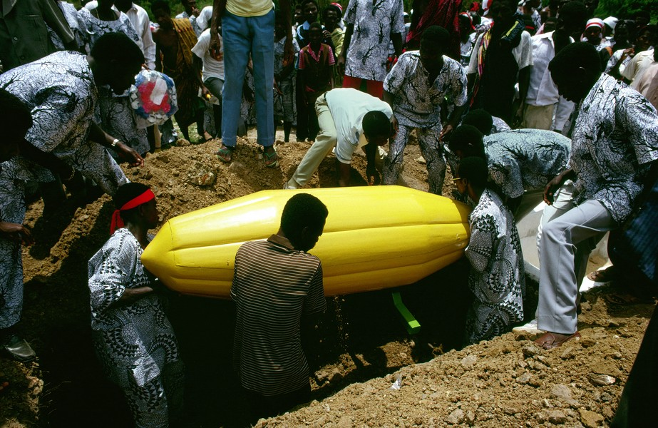 © Thierry Secretan - The cocoa pod coffin from Ghana - A cocoa pod coffin is buried in Labadi, Ghana, containing the body of Nuumo Quatey who was a cocoa farmer his whole life. - protected by IMATAG