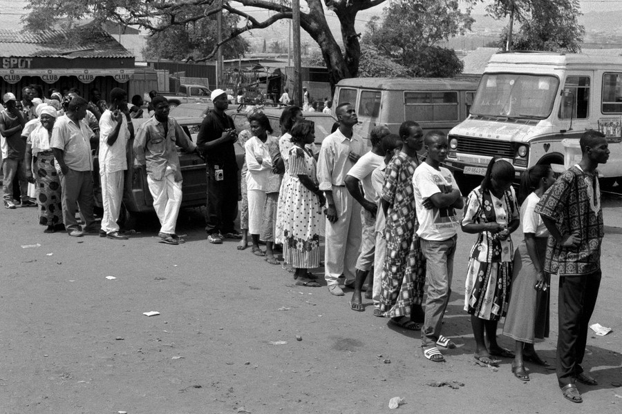 © Thierry Secretan - Queuing to vote, Ghana 2000 - protected by IMATAG