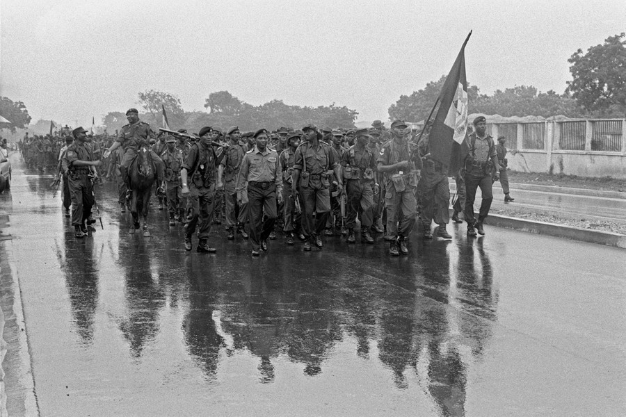 © Thierry Secretan - Army road march in Ghana 1992 - protected by IMATAG