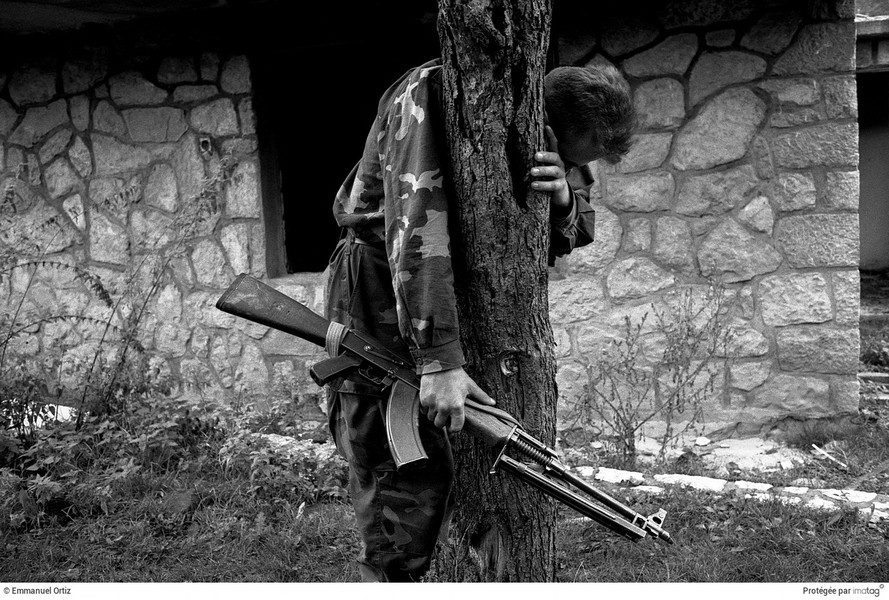© Emmanuel Ortiz - BALKANS EN GUERRE - 1995, Bosnia Herzegovina ; Kljuc : A bosnian soldier come back home after three years as prisoner and soldier. His house is destroyed and all t… - protected by IMATAG