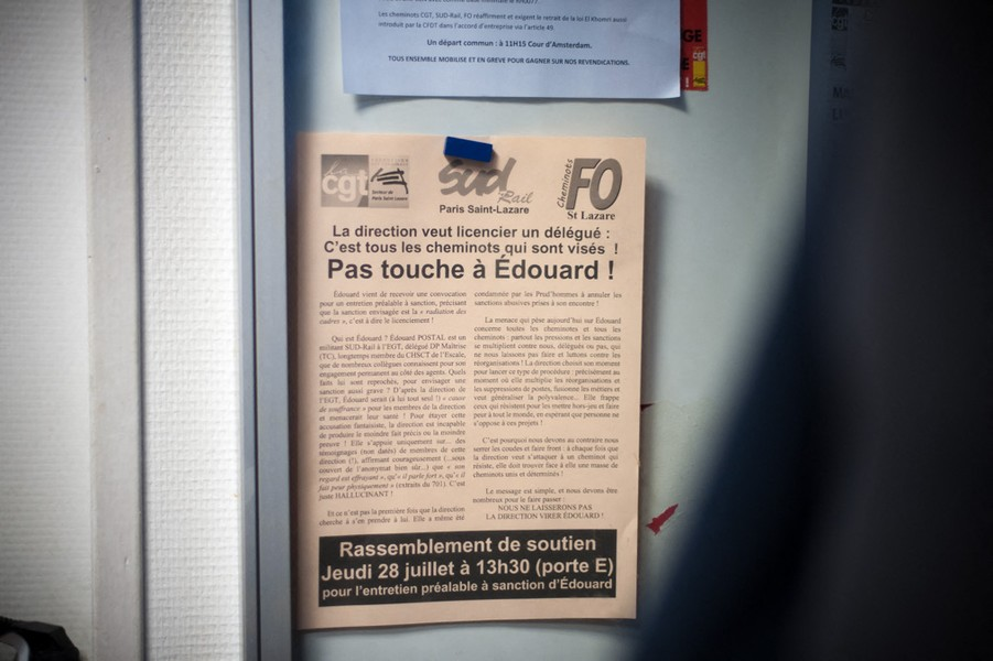 Julien Hazemann - DEATH OF A TRAIN WORKER - Leaflet accusing the SNCF management of harassing and threatening to dismiss Edouard P., a union activist from SUD, for reasons related to hi... - protected by IMATAG