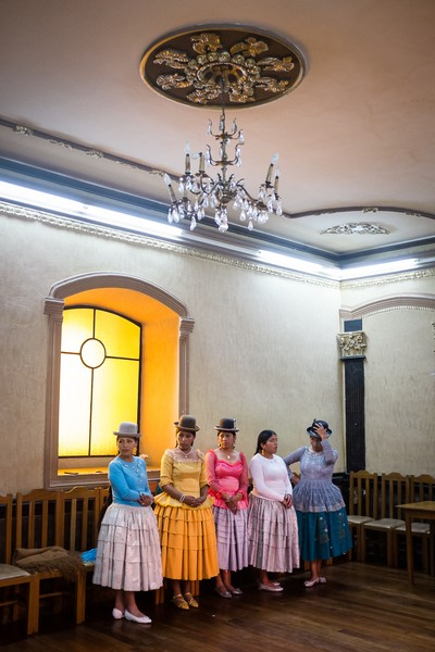 "Delphine Blast - Ecole de mannequinat de La Paz - Young cholitas mannequins, member of the class ""promociones Rosario"" watch with attention The performance of one of their sisters during thei... - protected by IMATAG"