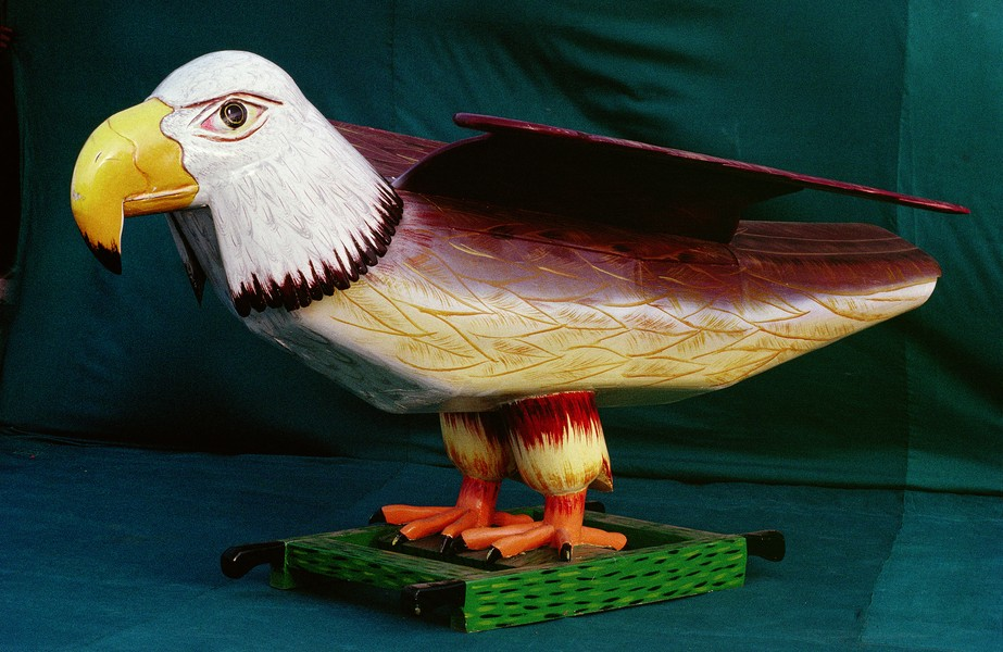 © Thierry Secretan - Eagle coffin American Express - An eagle coffin inspired by the American Express eagle logo, made by the Kane Kwei workshop in Teshie, Ghana, in 1992 - protected by IMATAG