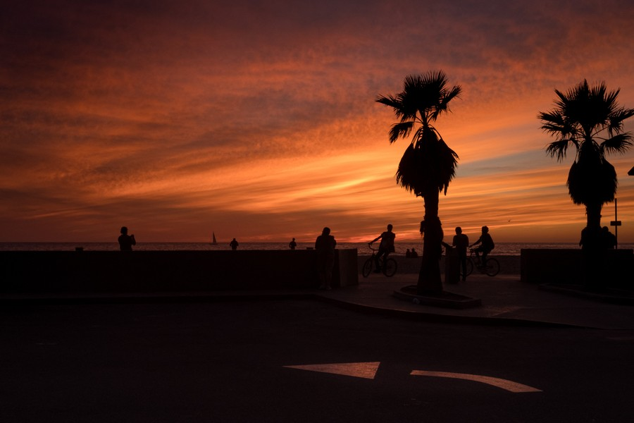 © Thierry Secretan - Los Angeles 2017 - Sunset. Ocean Front Walk, Venice Beach, Los Angeles, California. - protected by IMATAG
