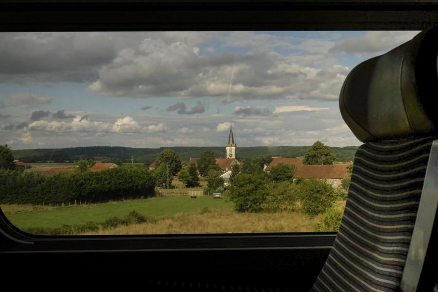 """© Thierry Secretan - DSCF0847.jpg France - Les photos de la série """"Déplacements"""" sont prises par la fenêtre des trains, automobiles, avions, autocars, téléphériques, appartements, bars... - protected by IMATAG"""