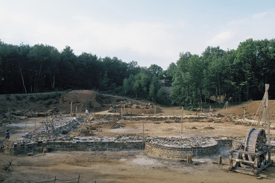 ©JPPorcher - F106_1.jpg - Guedelon Castle is a project started in 1997 by Michel Guyot and Maryline Martin in the Burgundy region of France. The castle is styled on ty... - protected by IMATAG
