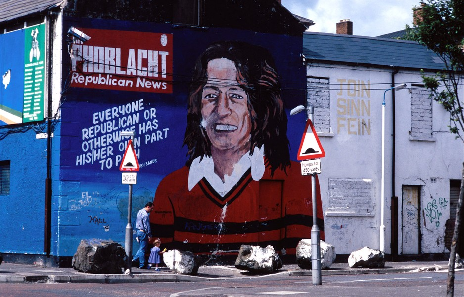JPPorcher - DSC_015 _1.jpg - NORTHERN IRELAND  (Belfast)07/1995 Mural Bobby Sands, on the side wall of Sinn Féin's Falls Road office. Les peintures murales d'Irlande du N... - protected by IMATAG