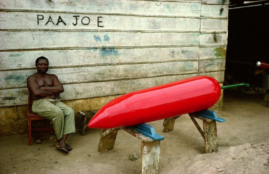 © Thierry Secretan - Paa Joe and the pepper coffin - Paa Joe and a pepper coffin in front of his Teshie Nungua workshop, Ghana, in 1988. - protected by IMATAG