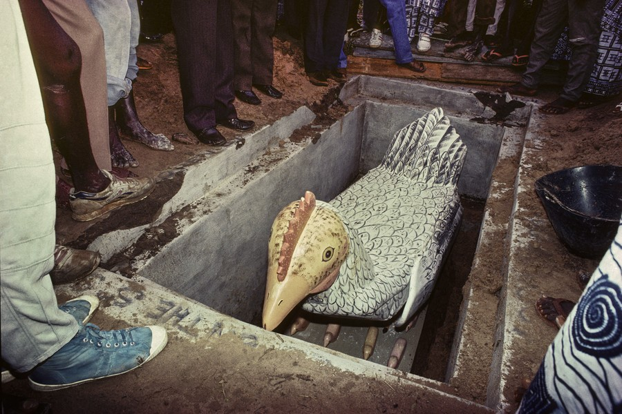 © Thierry Secretan - The mother hen coffin from Ghana - A mother hen coffin containing the body of a mother of 11, is buried in Dansoman, Ghana, in 1988. - protected by IMATAG