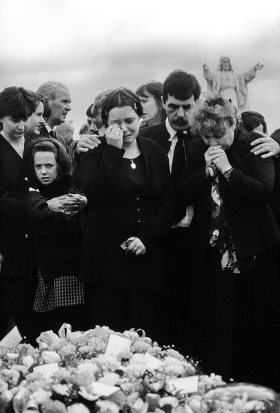 © Jean Pierre Porcher - A51_1_1-Editar.jpg - NORTHERN IRELAND  (Lurgan) 07/1997 Funerals of Catholic Bernadette Martin, killed by ''Prod'', because this boy friend was protestant. In the... - protected by IMATAG
