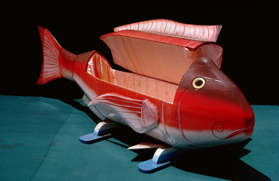 © Thierry Secretan - The red fish coffin from Ghana - A red fish coffin from Kane Kwei's workshop in Teshie, Ghana made in 1992 - protected by IMATAG