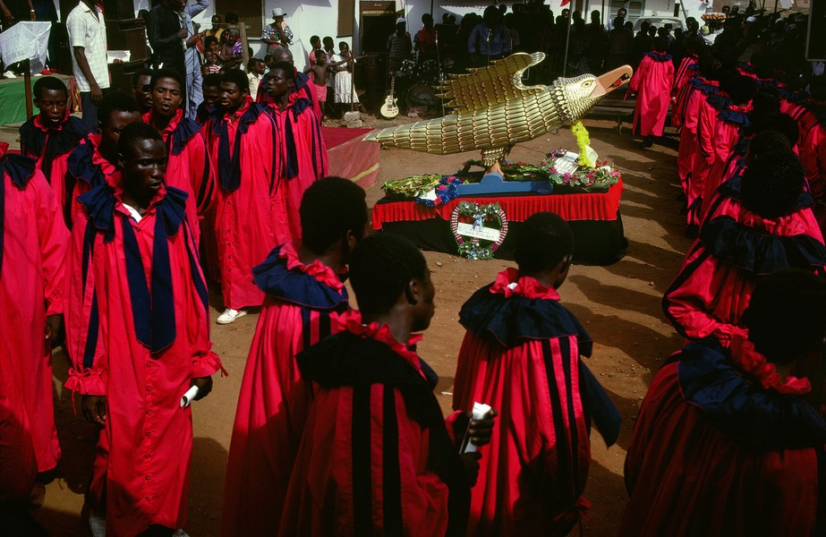 © Thierry Secretan - The eagle coffin - Members of the Charter Healing Church in Labadi, Accra, capital of Ghana are burying the founder of their church in an eagle coffin. - protected by IMATAG