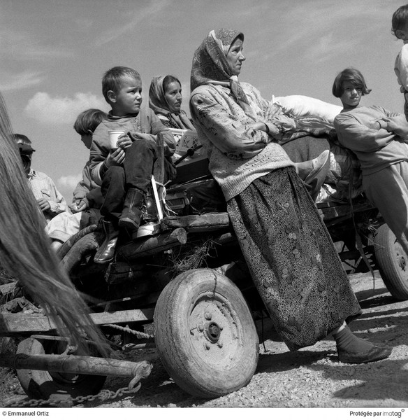 Emmanuel Ortiz - REFUGEES BACK HOME - 1995;Bosnia ; Bihac :Refugees from the Autonomous Province of Western Bosnia return home after the Croatian offensive that retook the Krajna ... - protected by IMATAG