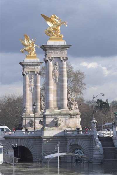 PATRICK LEVEQUE/SIPA - FRANCE - Paris - The Seine overflows its banks in Paris - The flood of Seine River in Paris. Bateaux-Mouches and barges, are prohibited from navigation and remain at dock, only the firefighters circu... - protected by IMATAG