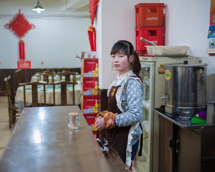 Julien Hazemann - THE MIN GONG WAITRESS  - Li Beina in the restaurant where she has been working for six months, when she arrived in Chongqing from her village in Sichuan. - protected by IMATAG
