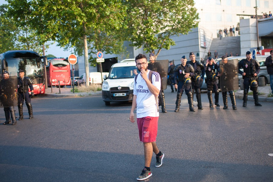 Julien Hazemann - MALIK AT THE END OF THE DEMONSTRATION  - It is about 7pm. Malik, member of the union SUD, is tired and decides not to follow a demonstration again the PS, President's Hollande's part... - protected by IMATAG