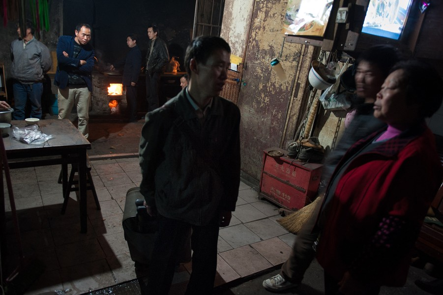"Julien Hazemann - THE MIN GONG'S ARRIVAL IN CHONGQING  - A min gong arriving at ""The Old Lady's Hotel"" (""Hotel Laotaipo""), where a night costs seven kwais, the same price as a bowl of noodles on the... - protected by IMATAG"